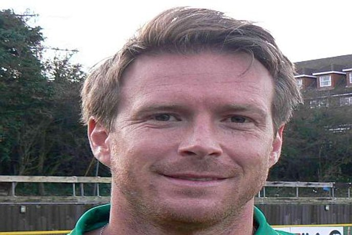 Thurrock Bring in Experienced Defender