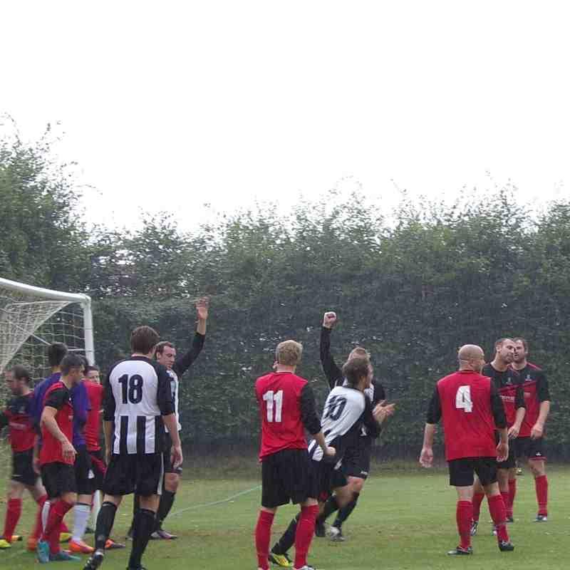 Acle United v Loddon United