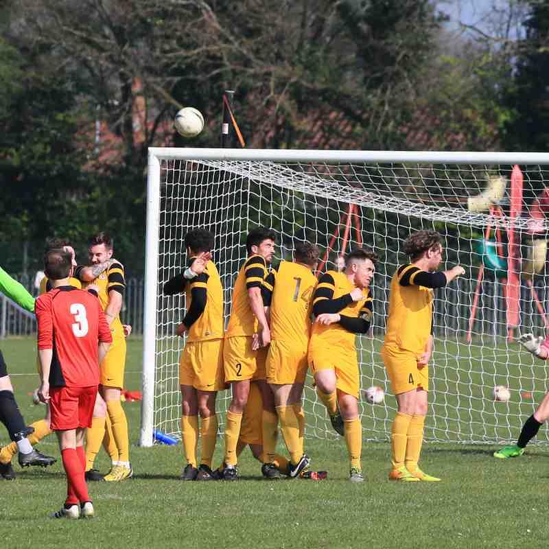 Long Stratton 1 Waveney FC 2