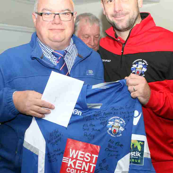 Players honour Angels Chairman