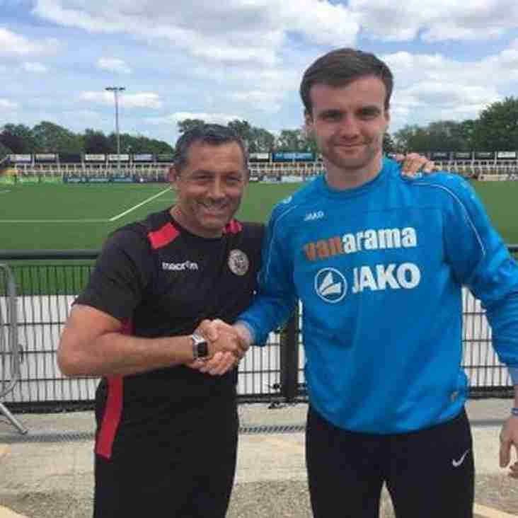 Bromley Boss Secures Signatures Of Gregory & Higgs
