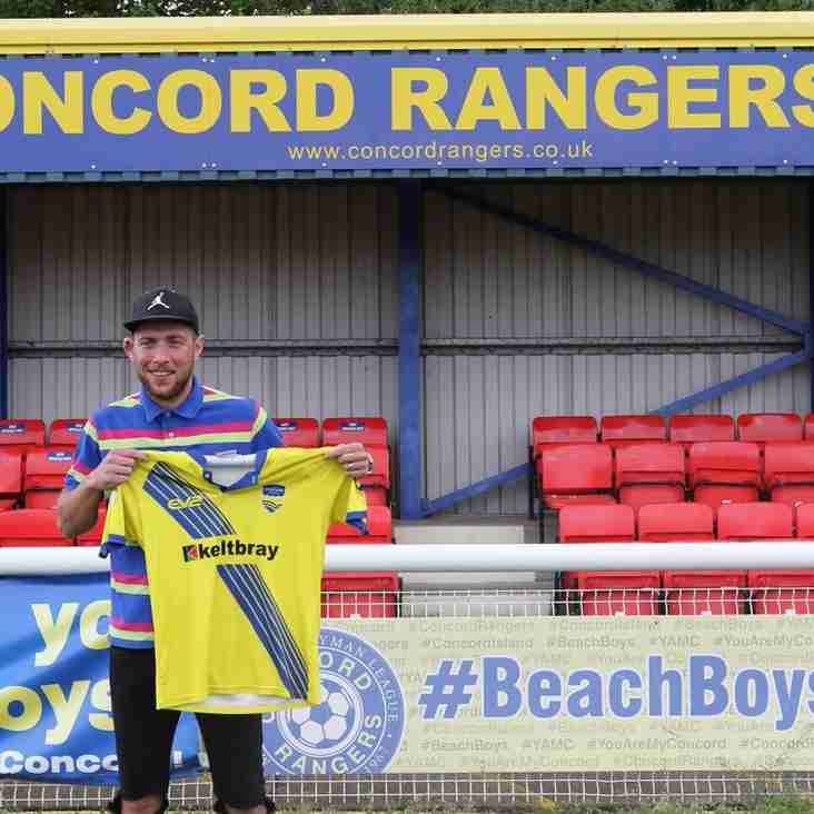 Hayes Becomes Moore's Fifth New Signing For Beachboys