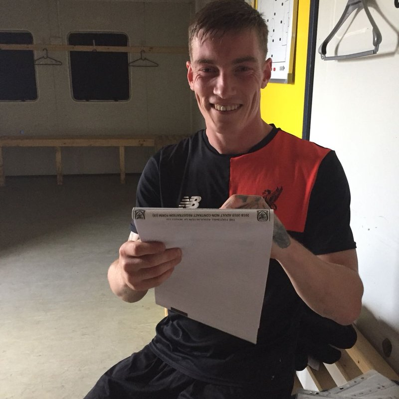 Darren Lewthwaite signs for the red and blacks!