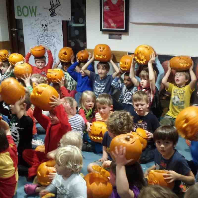 U6's Halloween Pumpkin Carving 2014