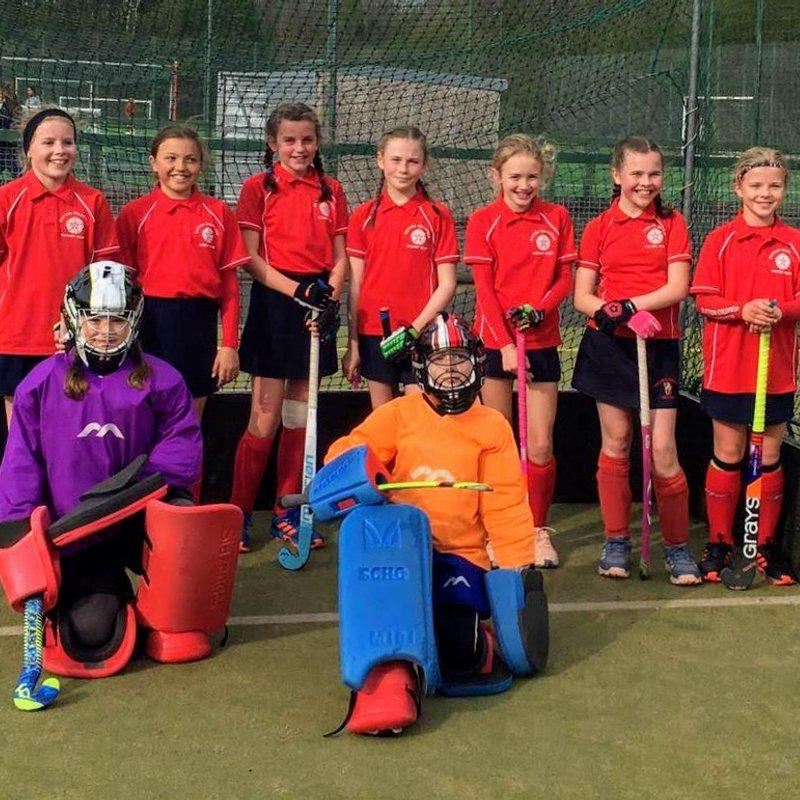 U12 girls at In2Hockey regional finals