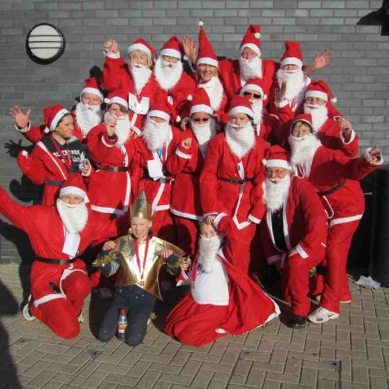 Copsewood Diamonds take part in Santa Dash in memory of Gillies Mum.