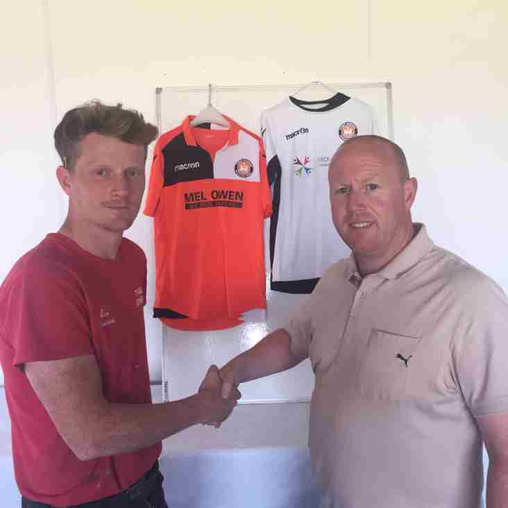 Lee Thomas signs for Conwy Borough FC