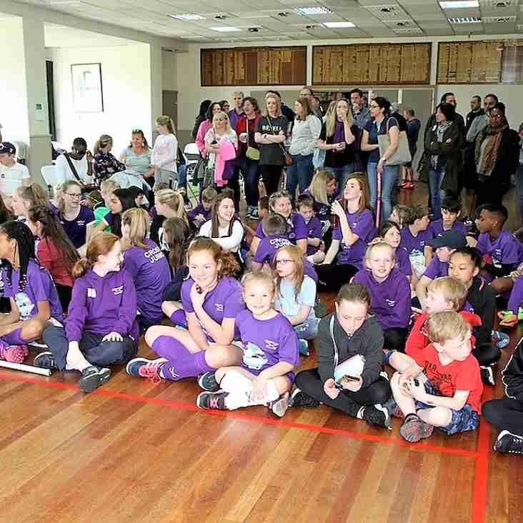 Huge Crostyx Crowd Greets Helen Richardson-Walsh