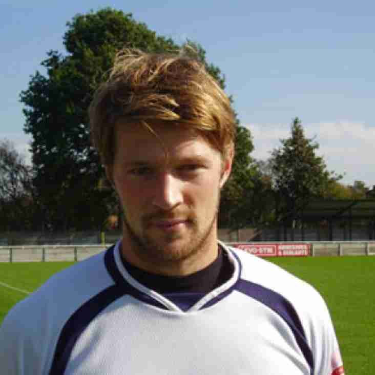 Oates signs Trafford deal