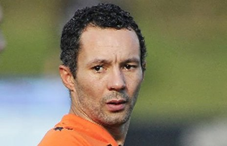 Giggs quits as Salford manager