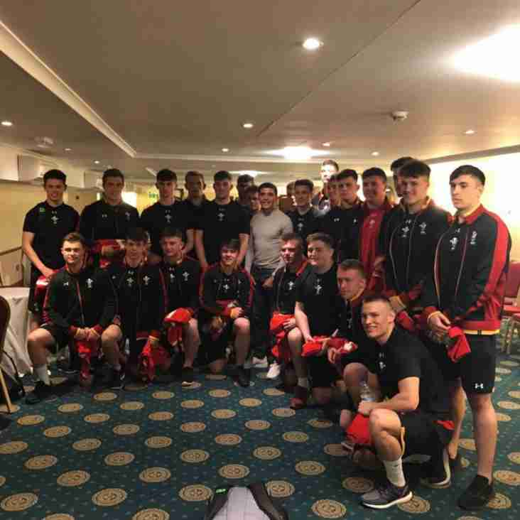 Rugby academy star Dan Owen gets Wales U18 shirt from world champion boxer Lee Selby
