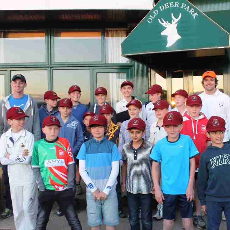Presentation of the first Baggy Maroons