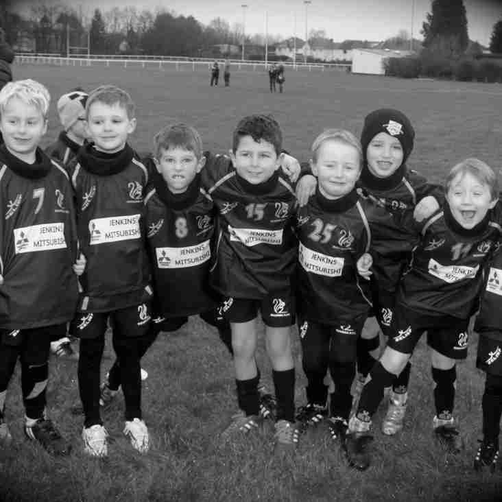 Under 7s take delivery of their new training tops