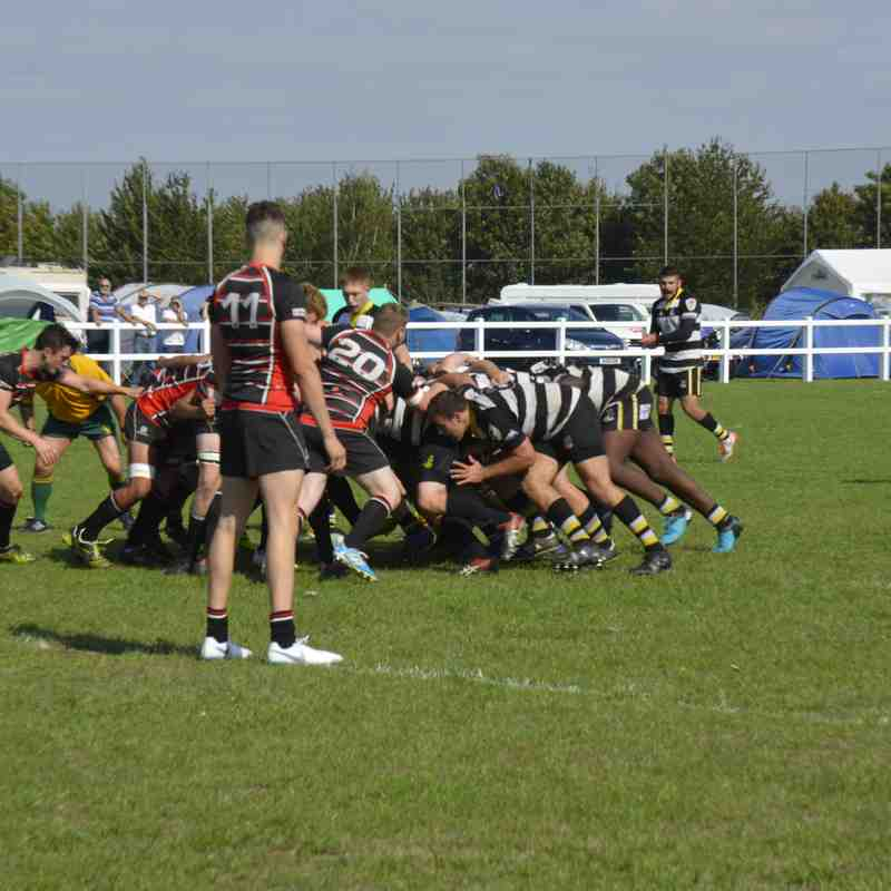 Rushden scrum sets up a solid platform for backs and come close in  22 - 26 pre-season match vs Oundle at Manor Park