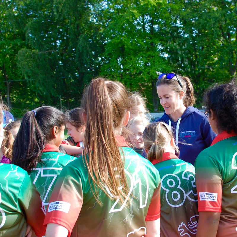 Ex-England Star Gives Women and Girls Masterclass