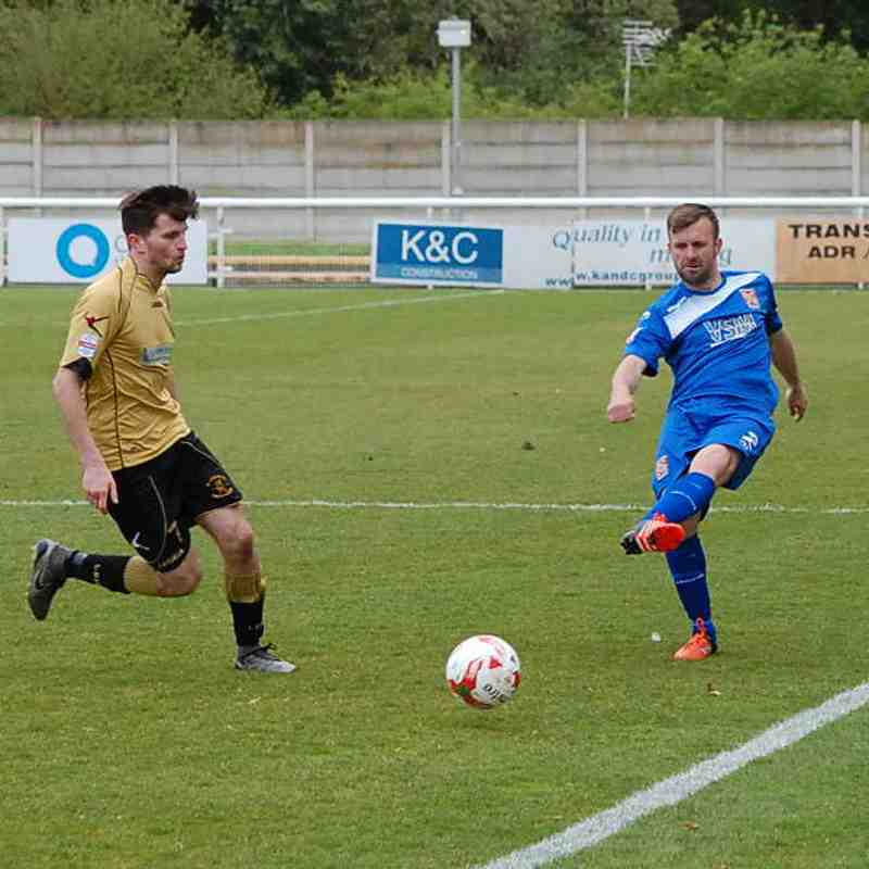 Photo Gallery: Bangor City 0-2 Carmarthen Town (Sat, 22 April 2017)