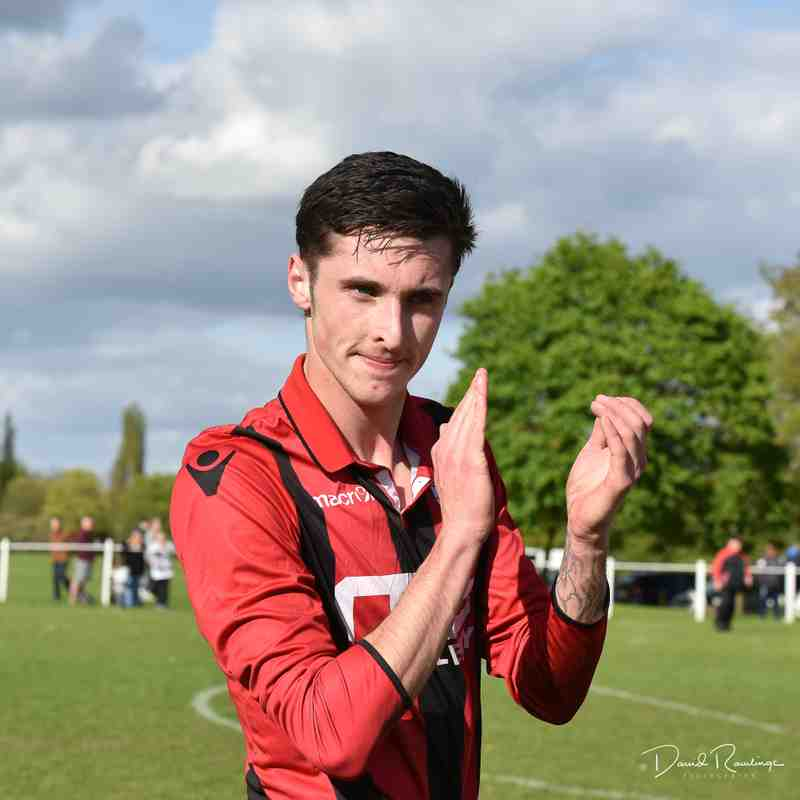 Jamie Smith applauds the home fans - courtesy of David Rawlings