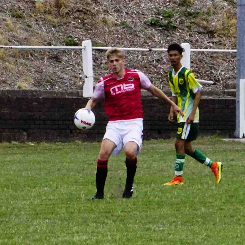 Cory Rudd vs Gornal Athl (A) photo courtesy of Mathew Mason