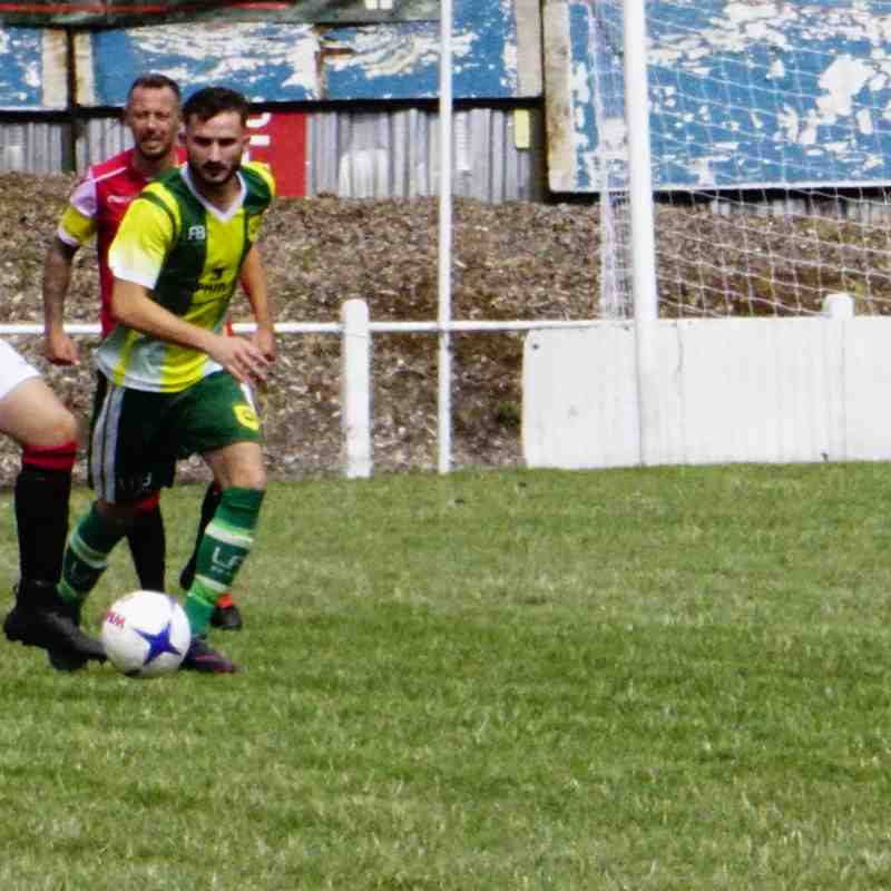 Matty Hunt vs Gornal Athl (A) photo courtesy of Mathew Mason