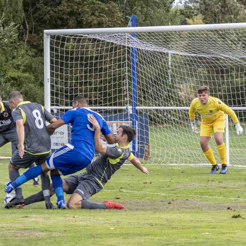 Spa defend vs Darlaston Town (A) courtesy of Mathew Mason