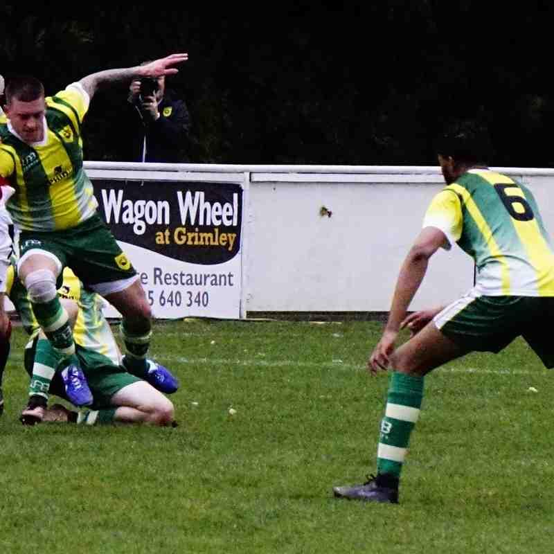 Graeme Pardoe vs Gornal Athletic (H) photo courtesy of Mathew Mason