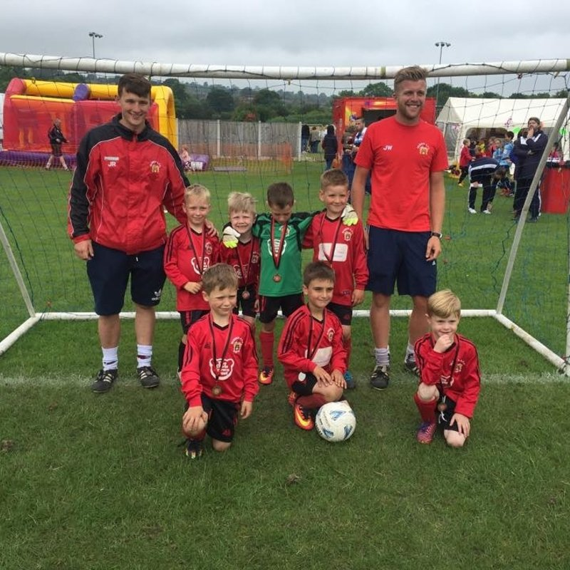 Under 8's Dragons beat Guiseley 8 Blues 6 - 4