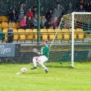 Caernarfon close in on title as Flint's losing streak continues