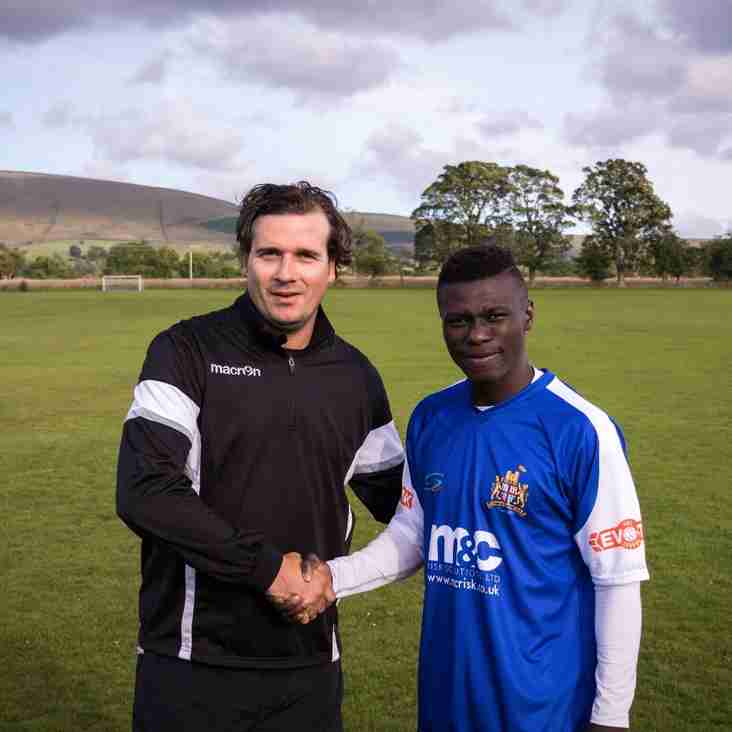 Clitheroe complete the signing of ex-Blackburn Rovers winger