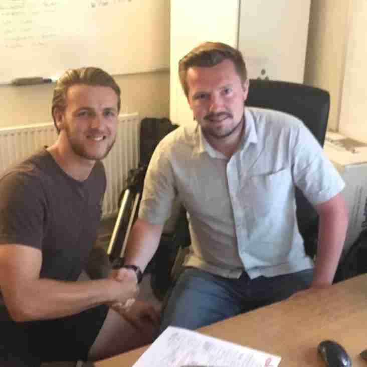 Luke Parkin signs for Celts