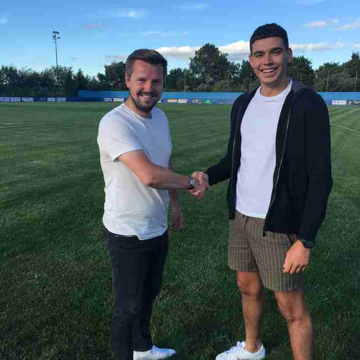 Kurt Harris signs for the Celts