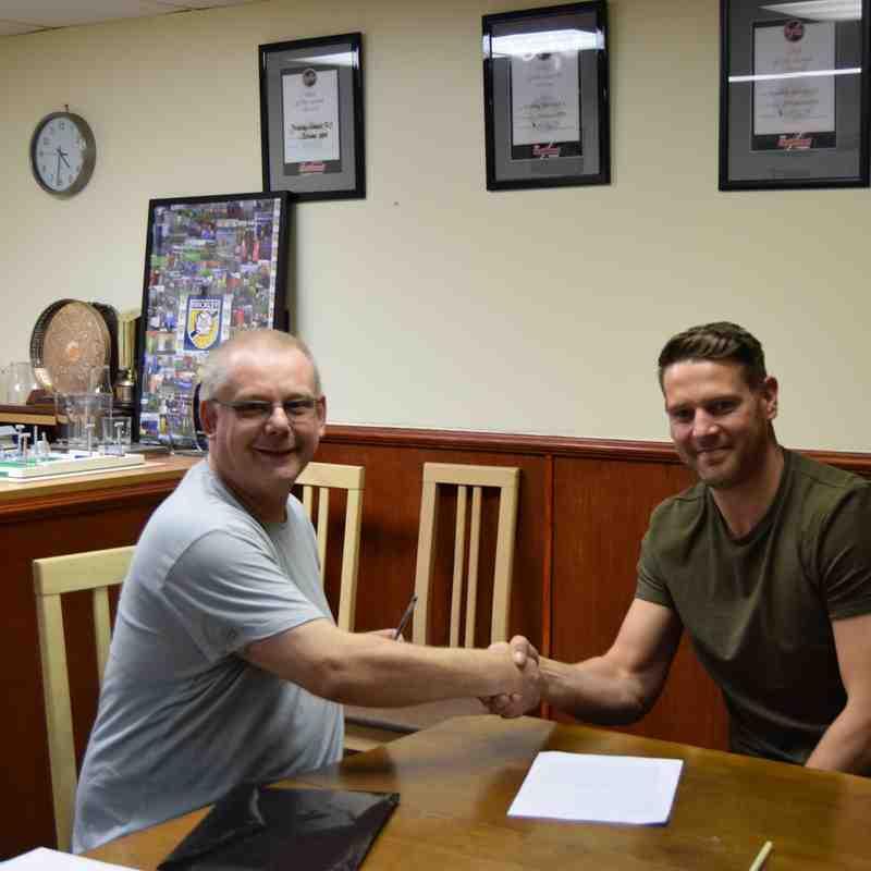 Gav signing on