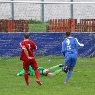 Frickley 4 Peterborough Sports 2
