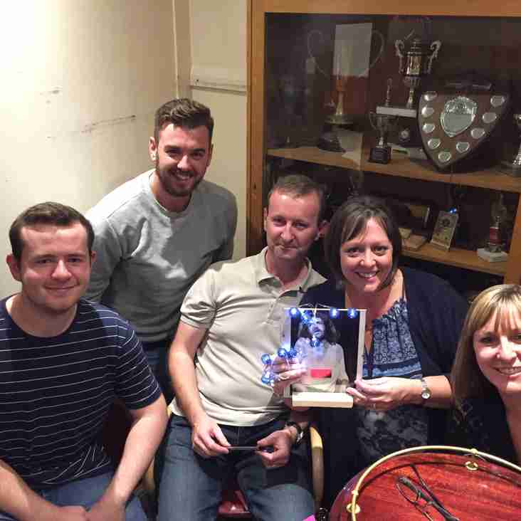 QUIZZERS IN AWE OF INCREDIBLE PRIZE