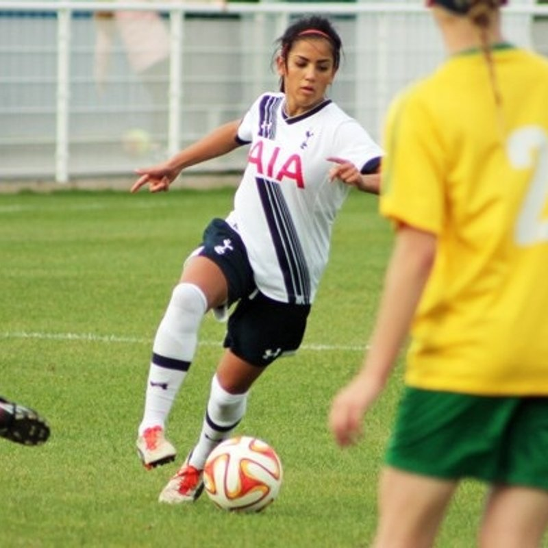United sign ex Spurs Defender Mollie Kmita