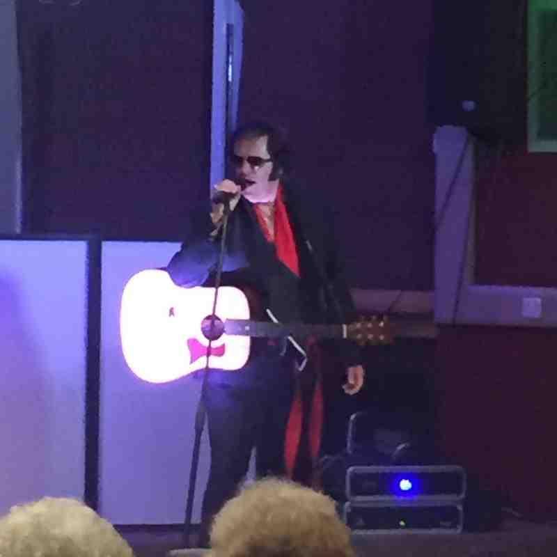 Noson Elvis / Elvis Evening