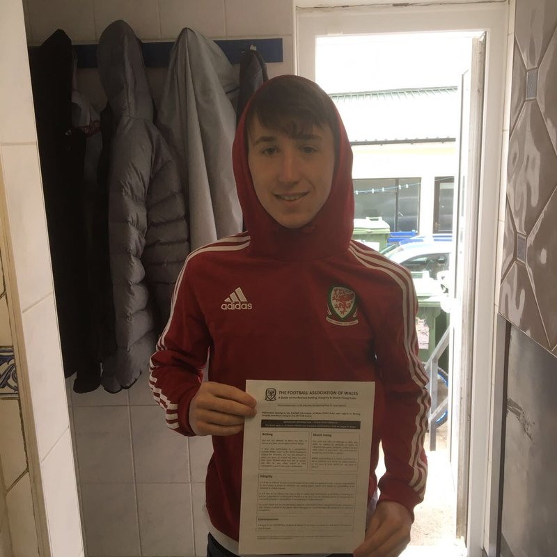 Young Striker Signs for Magpies