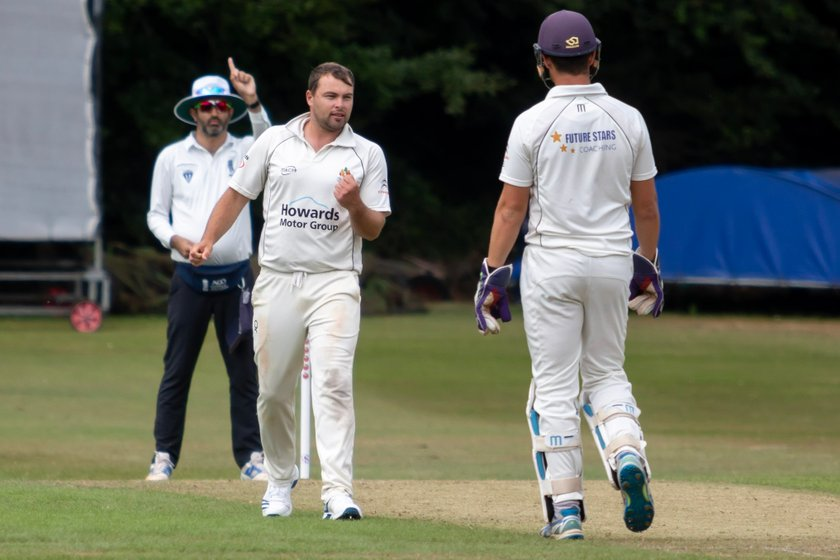Clevedon collapse again as Bristol cruise home