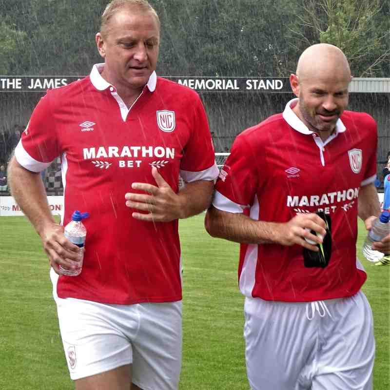 Matt Elliott and Danny Mills get out of the rain