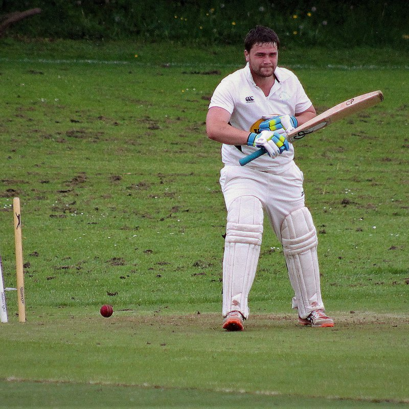 5 wickets for Warrander inspires Largo to narrow victory in the gloom