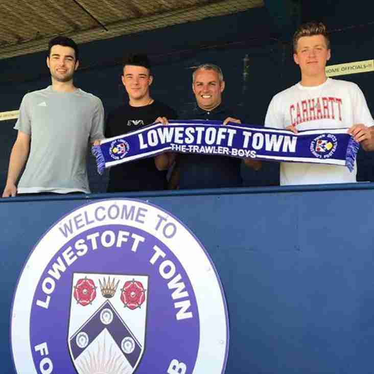 Trio signs for the Trawlerboys