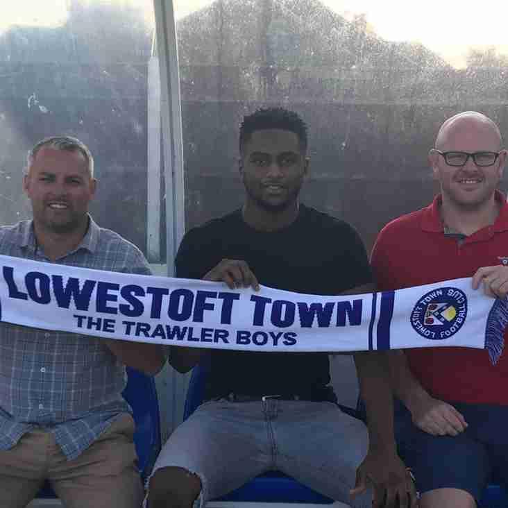 Trawlerboys sign ex-Norwich City defender