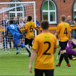 5 Goal 1st half Blues Blitz sees Town out pace the Racers