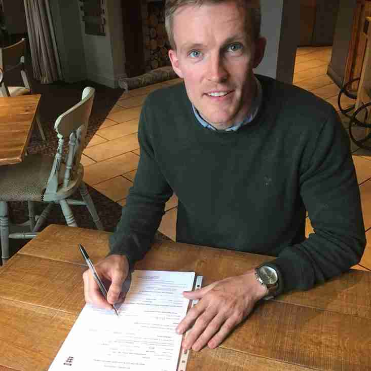 Paul Dugdale extends his contract with the Dolly Blues!