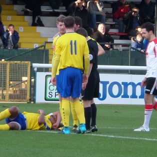 Magpies hit for six by Woking
