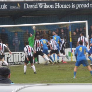 Ten-man Maidenhead United FC lose at Basingstoke Town FC to injury-time penalty