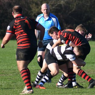 Farnham lose out in Ding Dong battle.