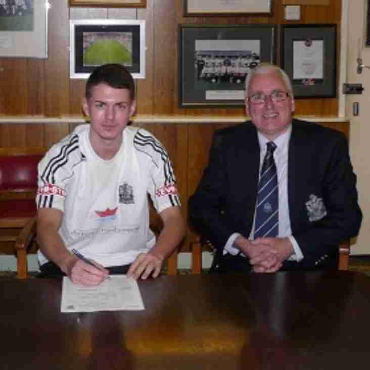 Mariners reward teenage striker