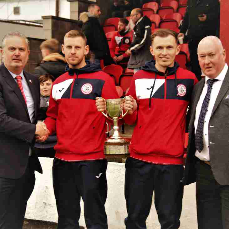 Runners-up Robins roar into final
