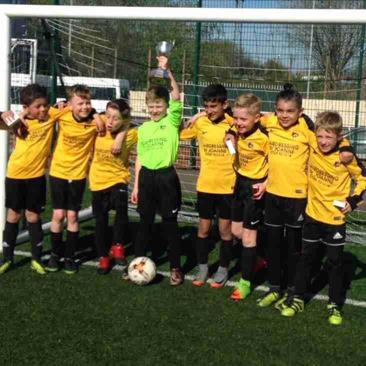 U9 Juniors win League Cup