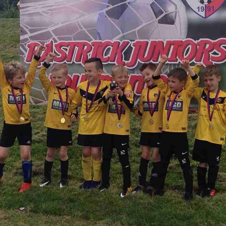 Our U7s win Rastrick tournament